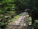 Lávka přes Metuji pro pěší a cyklisty v místě zvaném U liščí boudy.