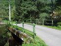 Odbočný silniční most přes Metuji v Dědově.